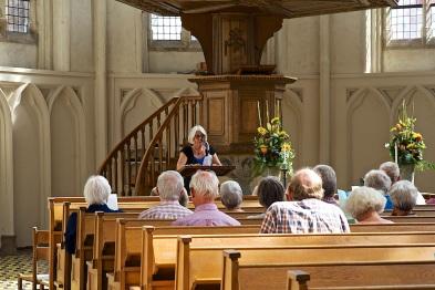 Sophie van Wouwe leidt de Middagpauzedienst in