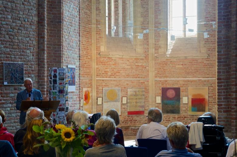 Han Luijk opent de expositie van Jeltje Hoogenkamp en Corrie Kopmels